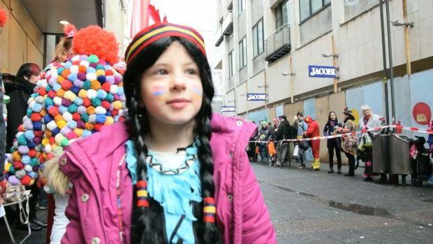 preview image for Auf der Jagd: Kids im Kölner Kamelle-Rausch