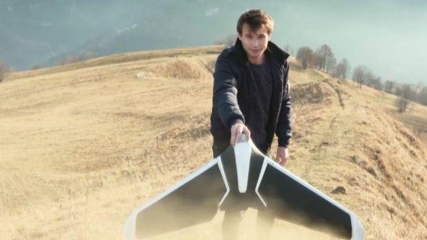 preview image for Papierflieger-Stil: Flügel-Drohne startet aus der Hand
